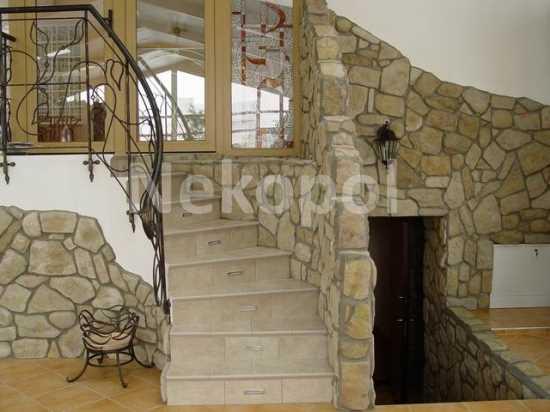 Dekorativny kamen v interiere