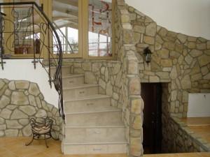 Декоративный камень в интерьере, фото